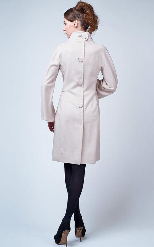Пальто с пуговицами