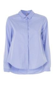 Стильная и элегантная голубая рубашка