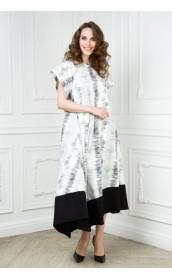 Свободное платье с черно-белым принтом