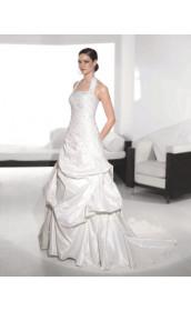 Свадебное платье мягко расклешенное к низу