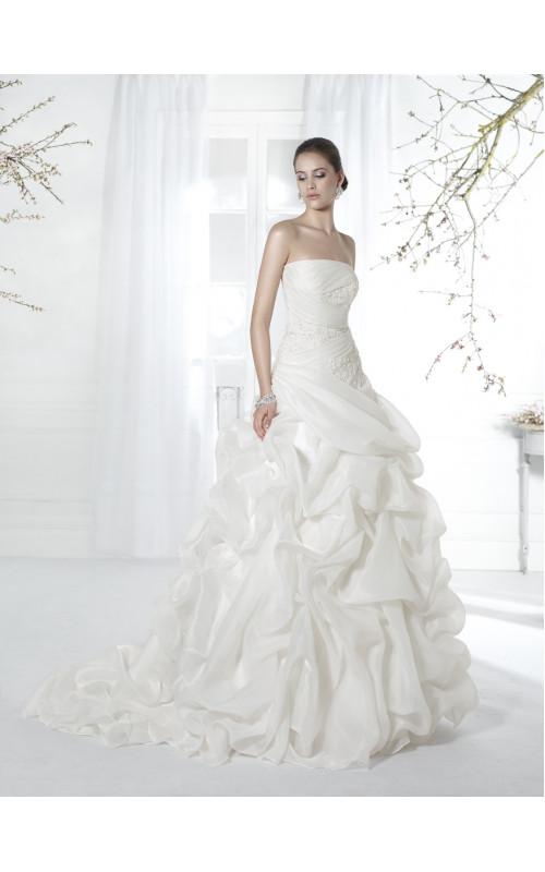 Свадебное платье пышное А-силуэта